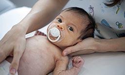 Tratamiento de cólicos, reflujo, estreñimiento, problemas respiratorios, deformaciones craneales, retraso motor en bebés